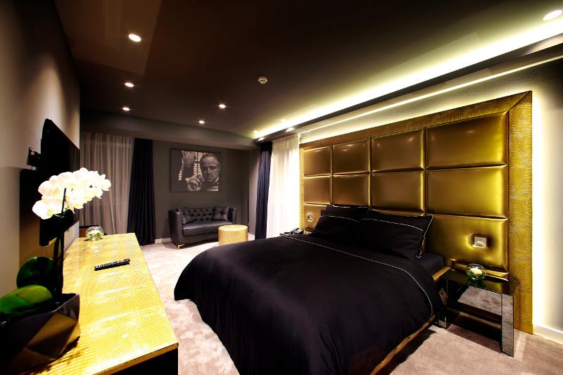 Pogled na Zlatnu sobu Boutique Hotela 9