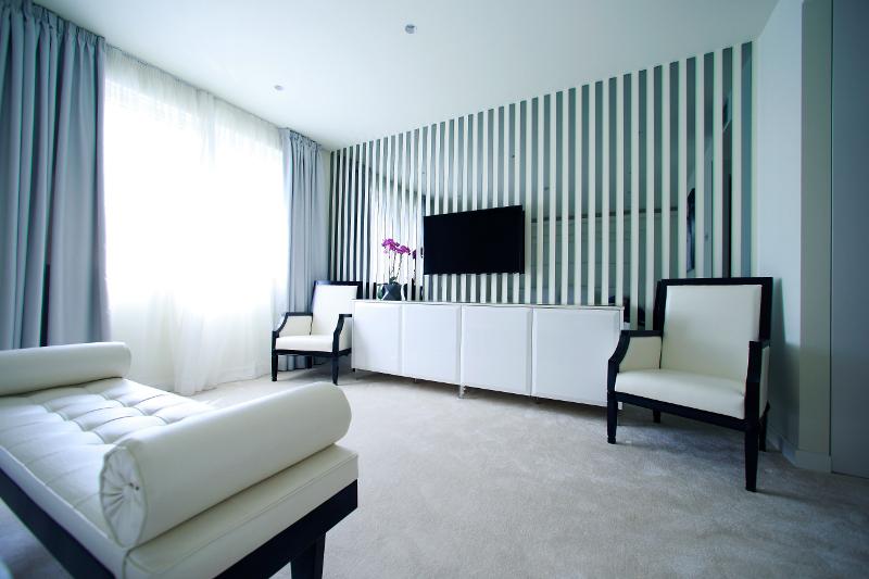 Pogled na Bijelu sobu Boutique Hotela 9