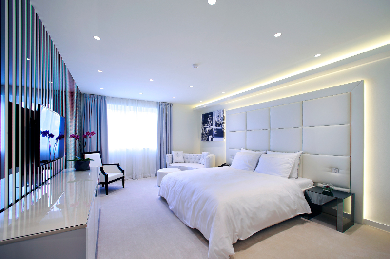 Grand Luxury White Room