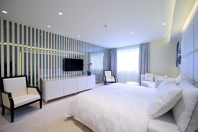 White room at the Boutique Hotel 9